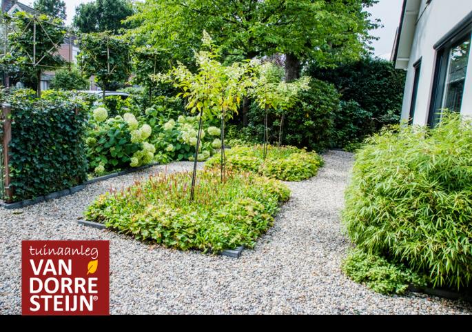Moderne tuin met boerengrind tuinaanleg van Dorresteijn